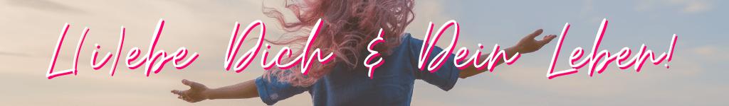 """Schriftzug """"Liebe Dich und Dein Leben"""", im HIntergrund Frau, wehendes Haar, Arme ausgebreitet"""